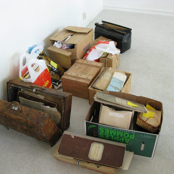 Arkivmaterial i lådor, kartonger och kassar