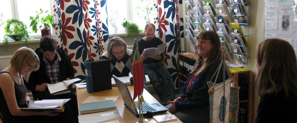 Åsa Vålvik och Annika Eriksson informerar studenter från Karlstads Universitet
